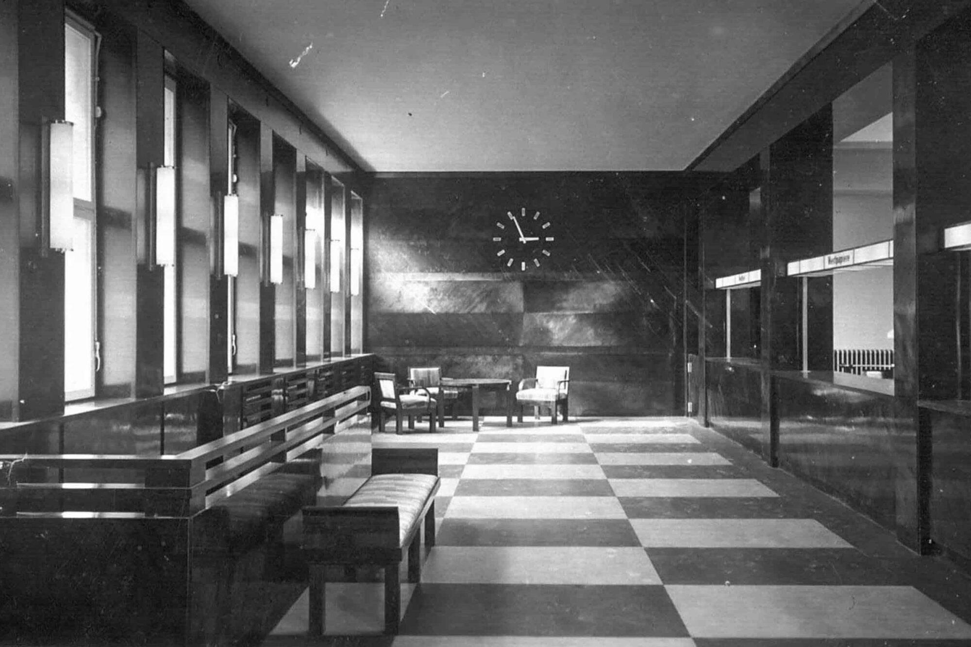 Schalterhalle um 1925