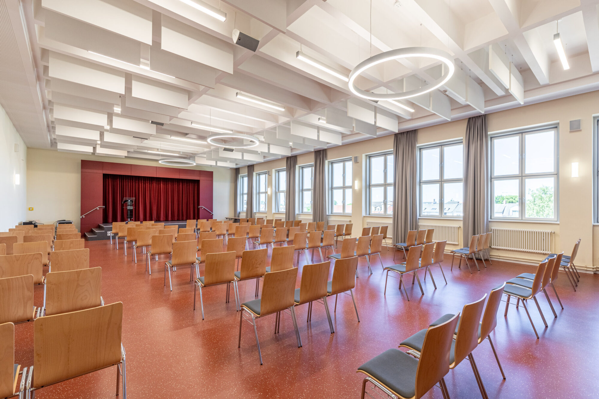 Neue Aula der EMA-Schule