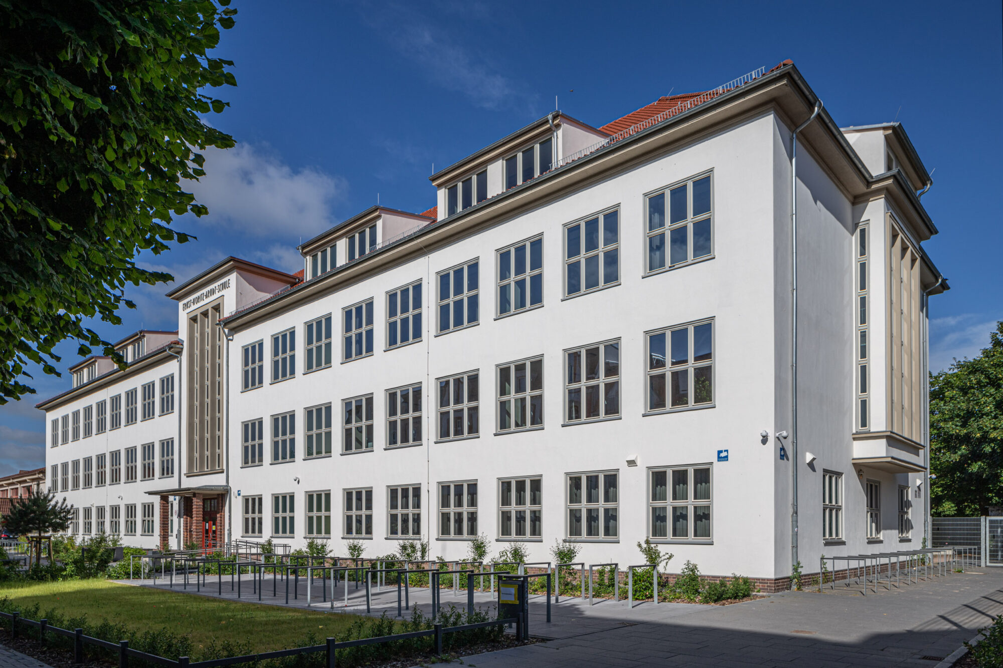 EMA Schule, Haupteingang