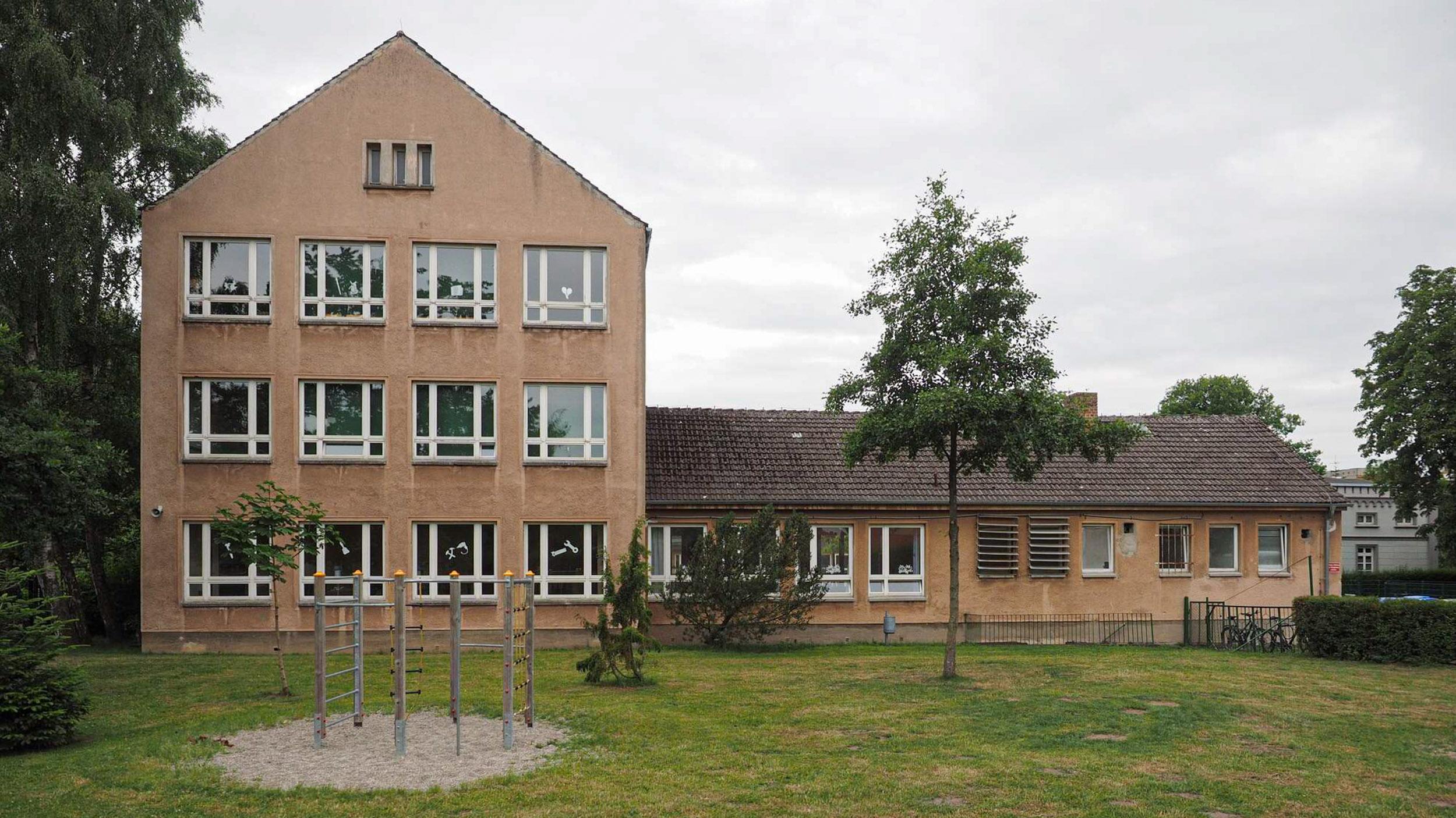 Juri Gagarin Schule - Bestandsfoto 2016